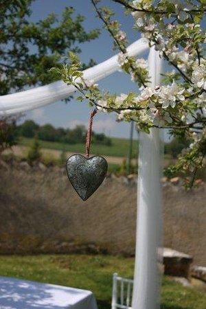 Manoir de Longeveau: Wedding Trinket