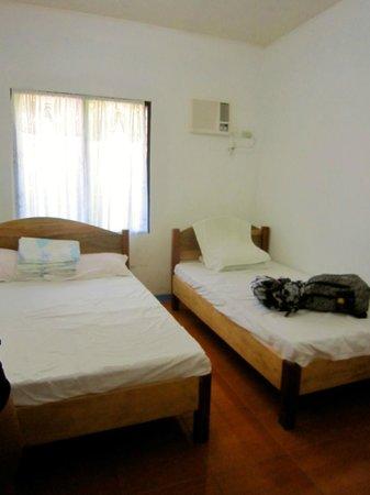 CK - Inn : Room 6 (good for 3 people)
