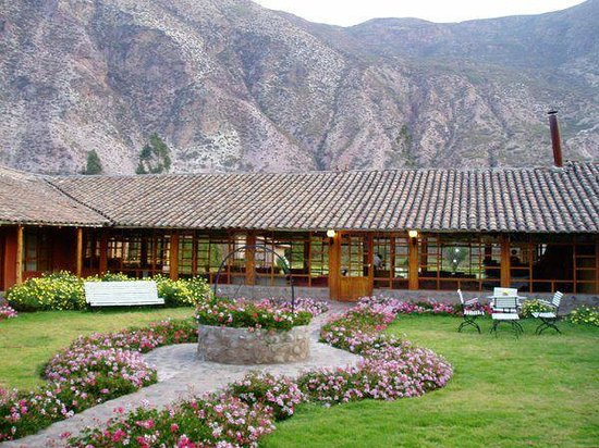 Hotel La Casona De Yucay Valle Sagrado: View of the hotel and garden