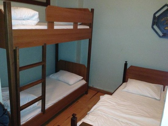 Cheers Hostel: Our four bed room