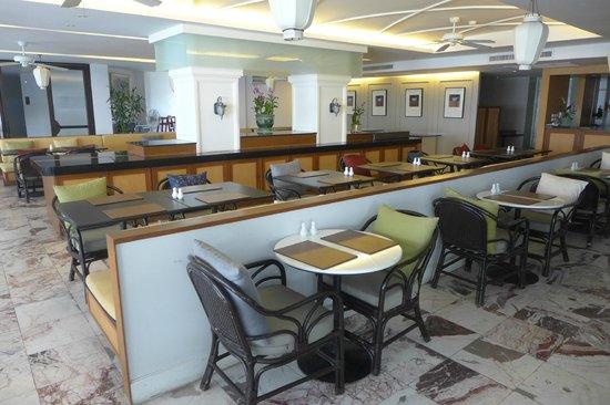 Sawaddi Patong Resort & Spa: restaurant