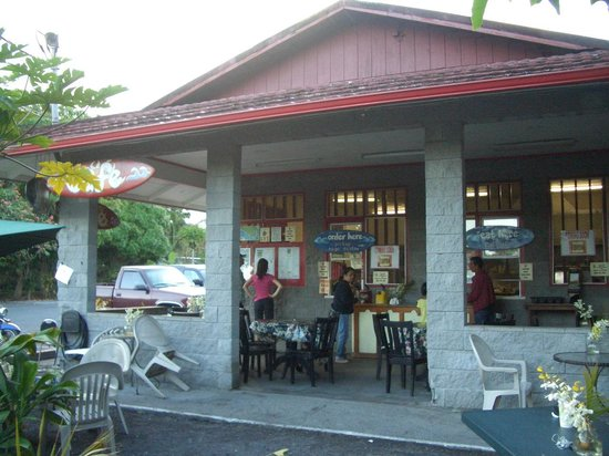 Kalapana Village Cafe: Dining area of the cafe.