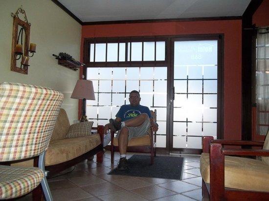 Hotel Pacande: área de recreación para conversar con el personal del hotel