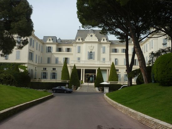 Hotel du Cap Eden-Roc : Hotel Driveway