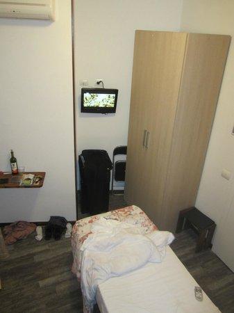 Crismar Hotel : Single room