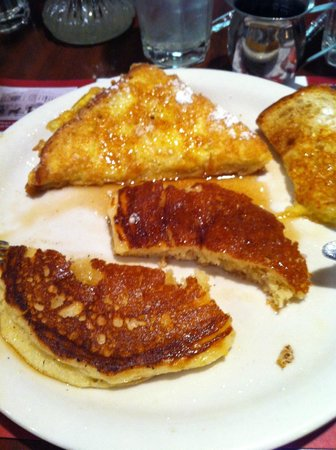 Restaurant at Golden Gate Hotel & Casino : French Toast and Pancakes at Du-Par's