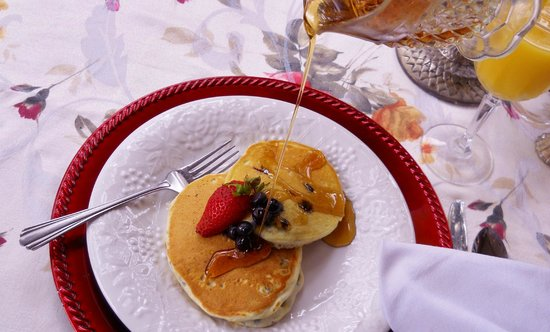 Woodridge Bed and Breakfast of Louisiana: Breakfast is served to you at Woodridge - no buffet, no continental