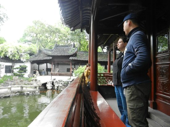 Shanghai Tour Facilitator - Harris Private Tour: Harris and my wife at the Yu gardens - beautiful location, very interesting bazar outside too.