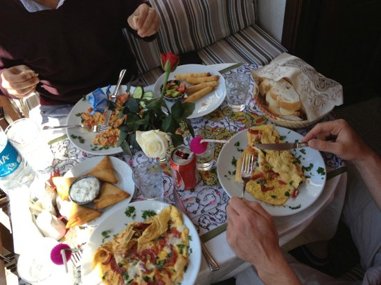 Small House : Snap shot of our lunch. It was very very nice. smelt and tasted gorgeous! Wish we also had dinne