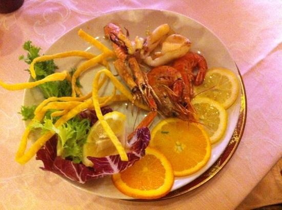 La Ventola: ассорти 'дары моря' + ещё рыба на отдельной тарелке