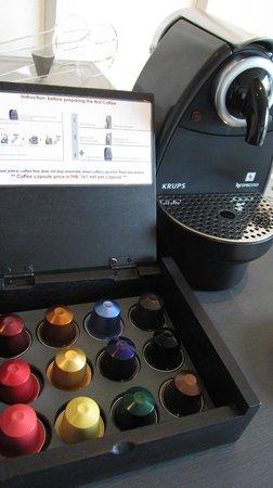 Tenface Bangkok: 房間內的咖啡機,這是要收費的喔~