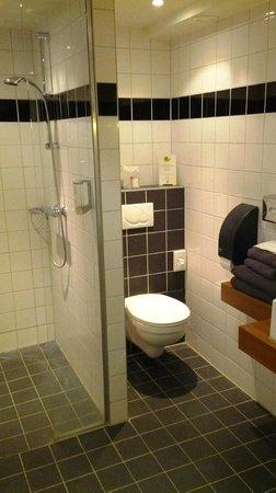 Apart Hotel Randwyck: Bathroom 252