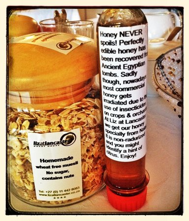 Liz at Lancaster Guesthouse: Home made Muesli (no sugar) and organic local honey