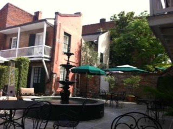 Hotel Maison de Ville: Courtyard