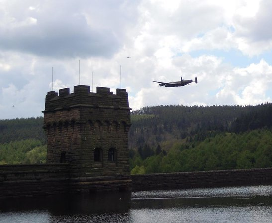 Derwent Dam: Lancaster Bomber run, 70 years ago they were practising just like this, right here