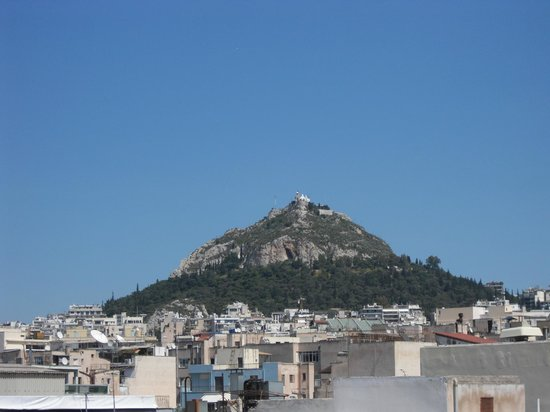 Plaka Hotel: Mount Lycabettus view from roof