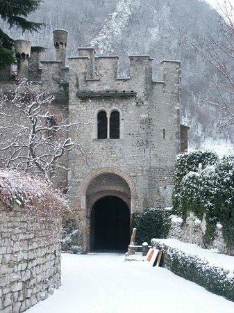 Castrum di Serravalle : Ingresso del Castrum con la neve