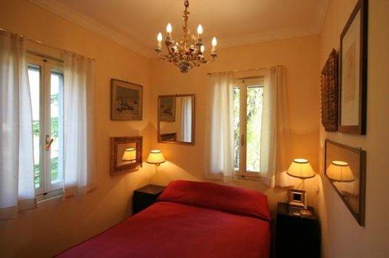 Castrum di Serravalle : Camera rossa della suite
