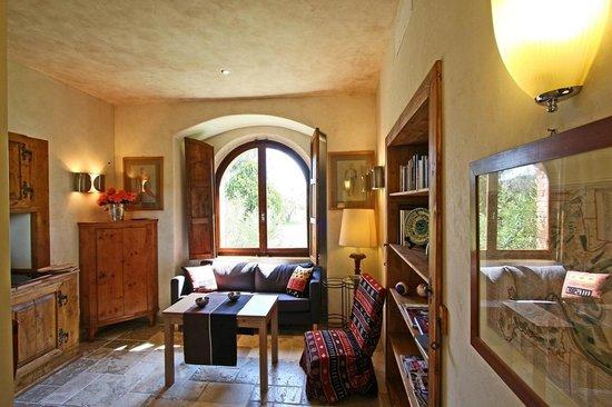 Castrum di Serravalle : Angolo living suite del giardino