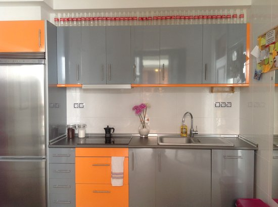 Orange Rooms: Kitchen