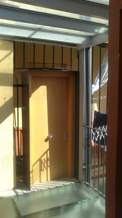 Pension Teruel: Pension entrance on 4th floor.