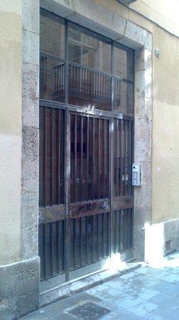 Pension Teruel: Actual entrance.