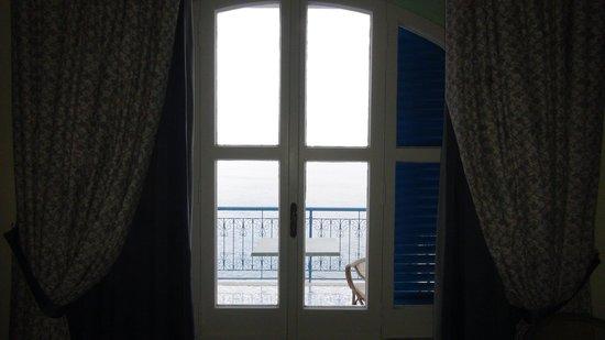Villa San Michele: finestra con balcone