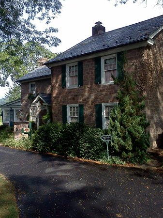 Living Spring Farm Bed and Breakfast: Main Inn