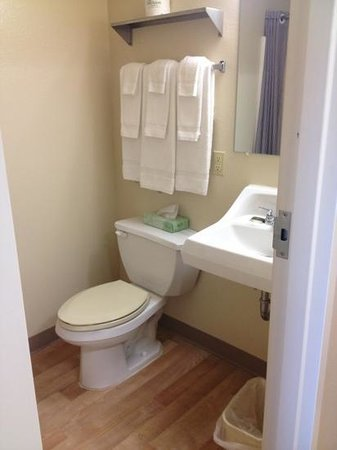 Extended Stay America - Cincinnati - Blue Ash - Reagan Highway: bath