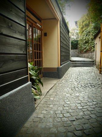 Kagurazaka : 黒塀