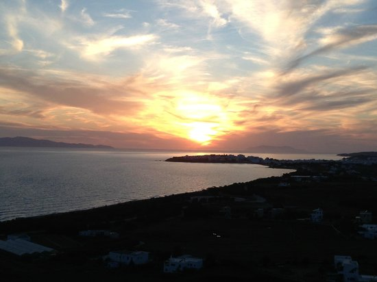 Tinos View Luxury Apartments: Ηλιοβασίλεμα από το Τinos View
