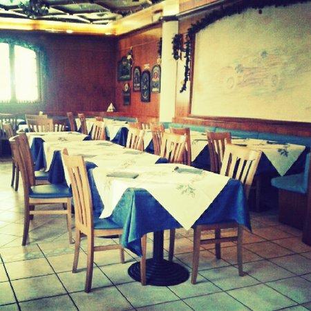 La piazzetta lizzano in belvedere via due giugno 2 2 ristorante recensioni numero di - Una bella tavola apparecchiata ...