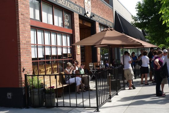 The Maple Counter Cafe: Maple Counter Cafe - Waiting on a Sunny Day