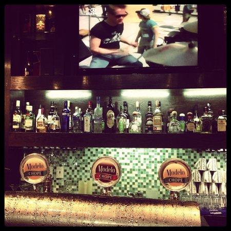 JUDE Bistro & Bar: Sport Bar