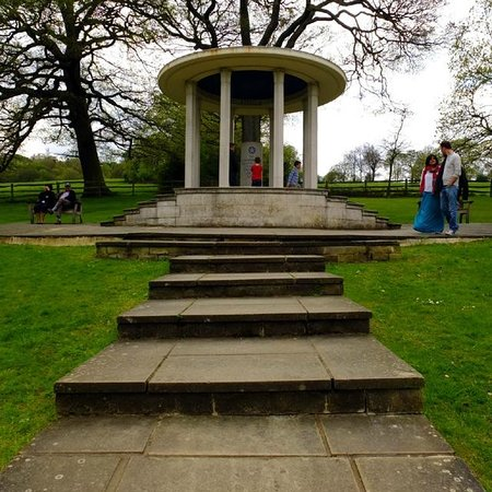 ‪אגהם, UK: The monument‬