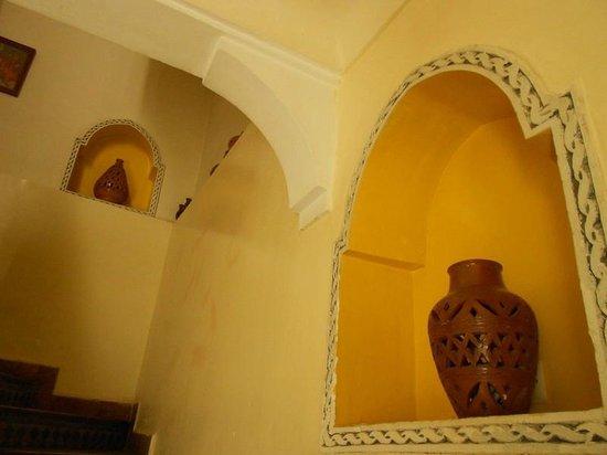 Riad Dar Dialkoum : alcoves et poteries