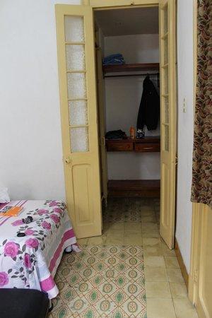 Carlos Luis Valderrama More: Durchgang zum Badezimmer, hinter Tür rechts