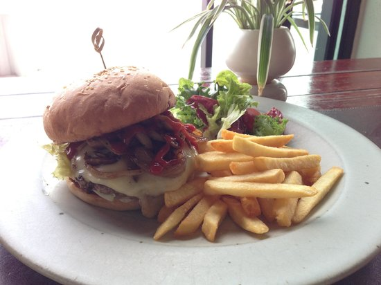 Let's Sea Hua Hin Al Fresco Resort: Beef burger