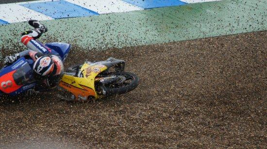 Circuito de velocidad de Jerez: A Couple of Moto 3 lads get it wrong!