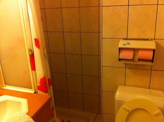 Air Hotel: la minuscule salle de bain