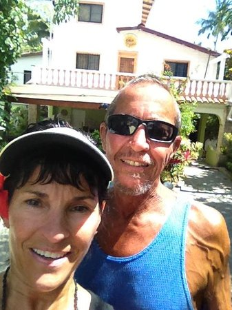 Casa Blanca Hotel & Surf Camp: Dad and I standing in front of hotel