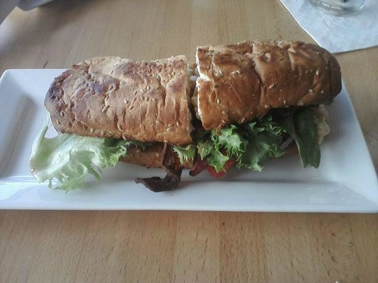 501 Bar and Grill: Grinder Sandwich (overtoasted)
