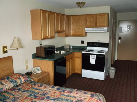Caribou, ME: Kitchenette Rooms available for nightly, weekly or monthly stays