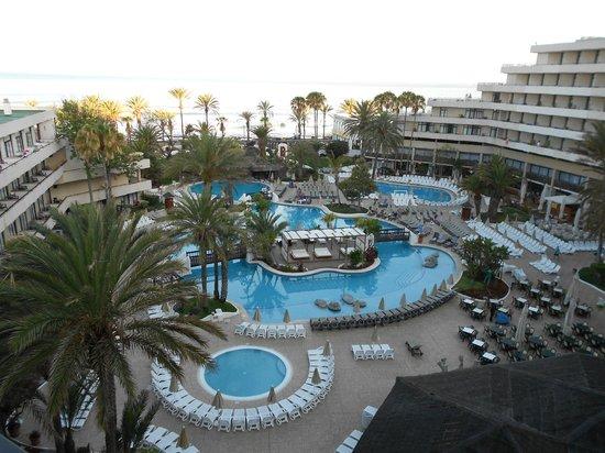 H10 Conquistador: Vue chambre coté piscine
