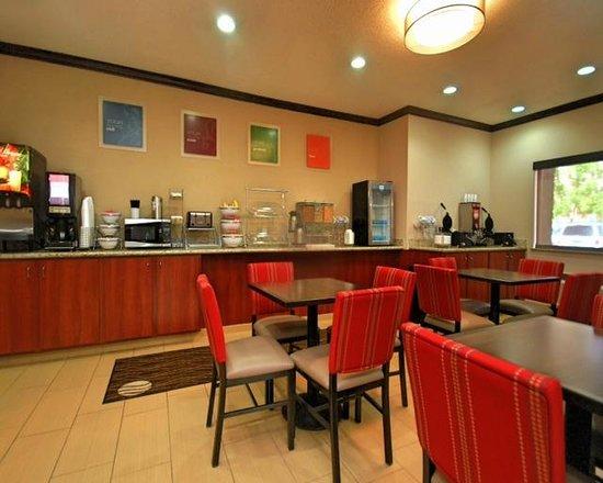 Comfort Inn Albuquerque Airport: Breakfast Room