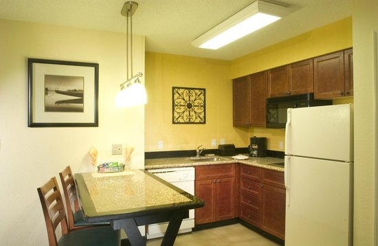 Residence Inn Denver Airport: Suite Kitchen