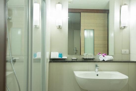 Marsi Hotel Bangkok: Bathroom