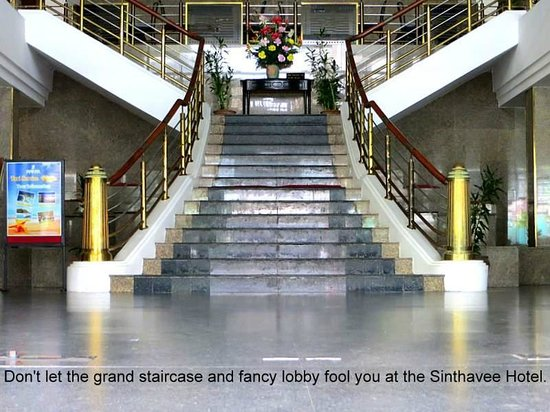 Sinthavee Hotel: Fancy lobby.