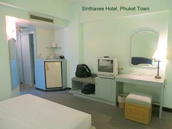 Sinthavee Hotel: Room looked decent but....