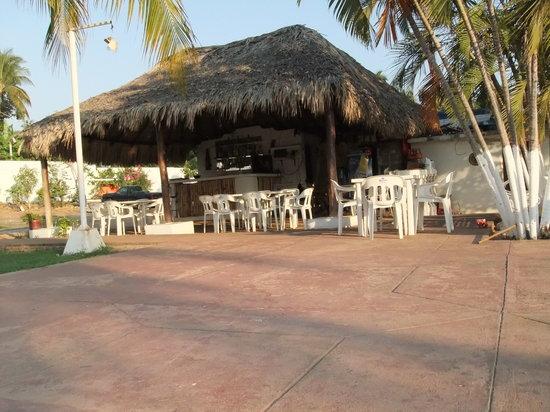 Hotel Villa las Brisas: palapa bar